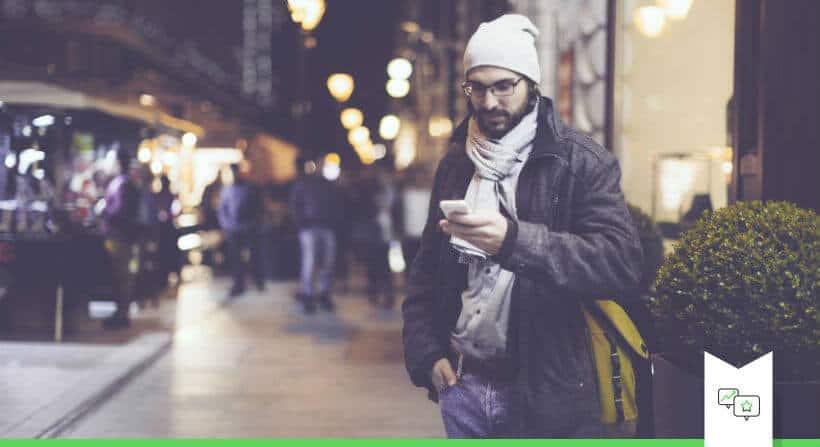 Mobiel betalen met smartphones beeld in winkelstraat retail vandaag