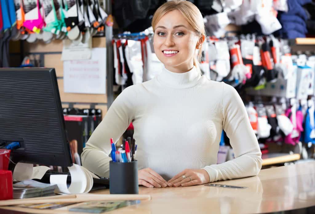 kassasysteem retail sportwinkel - sportwinkel eigenares achter de kassa