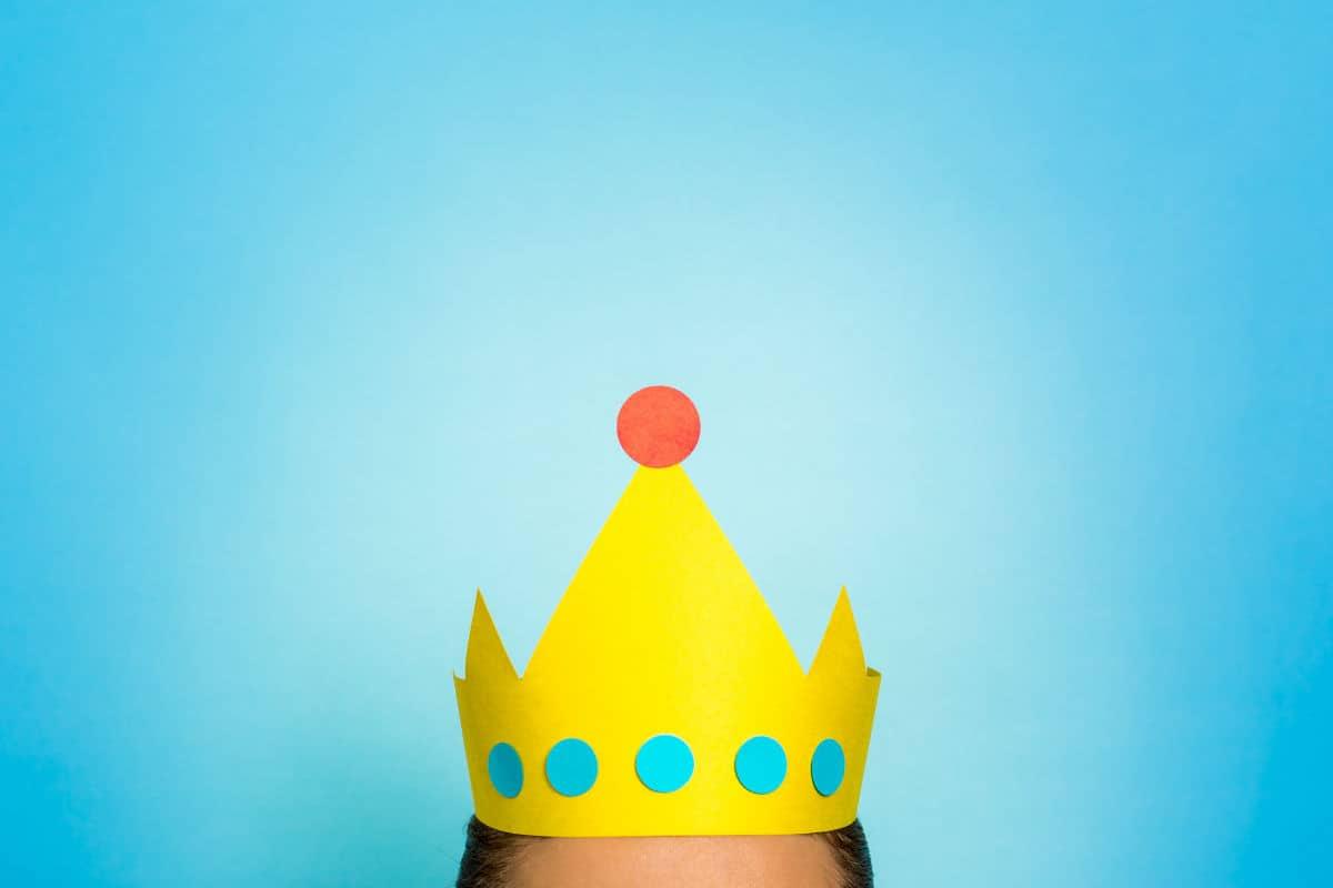 kroon op hoofd zonder gezicht klant als ambassadeur